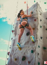 PAWG climbing nude