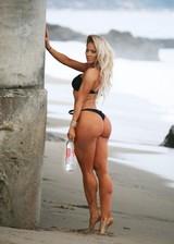 Big booty bikini babe