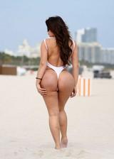 Curvy babe at the beach