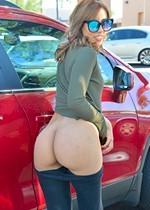 Bubble butt latina in public