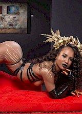 Sexy ebony babe