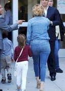 Jennifer Lopez booty in jeans