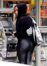 Jennifer Lopez in leggings