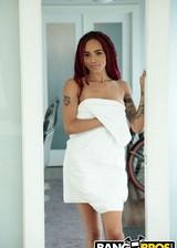Ebony babe gets a nude massage
