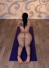 Thick Yoga babe