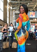 Curvy babe in body paint