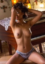 Sexy black girl posing nude