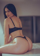 Thick babe in lingerie