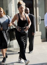 Rihanna braless