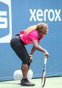 Serena Williams plays Tennis in tights