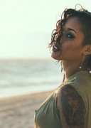 Skin Diamond is sexy at the beach