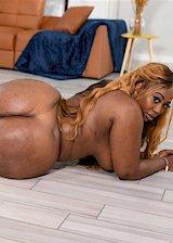 Ebony babe with huge booty