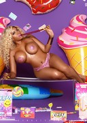 Thick booty babe in candyland