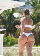 Thick booty babe in a bikini