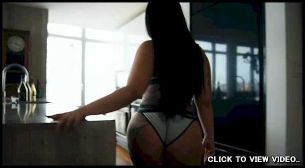 Waking up with a big booty babe