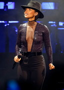 Alicia Keys Cleavage in Concert
